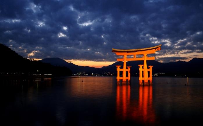 日本三景之一【宫岛】是位于日本广岛县西南部,广岛湾西部的一个岛屿.